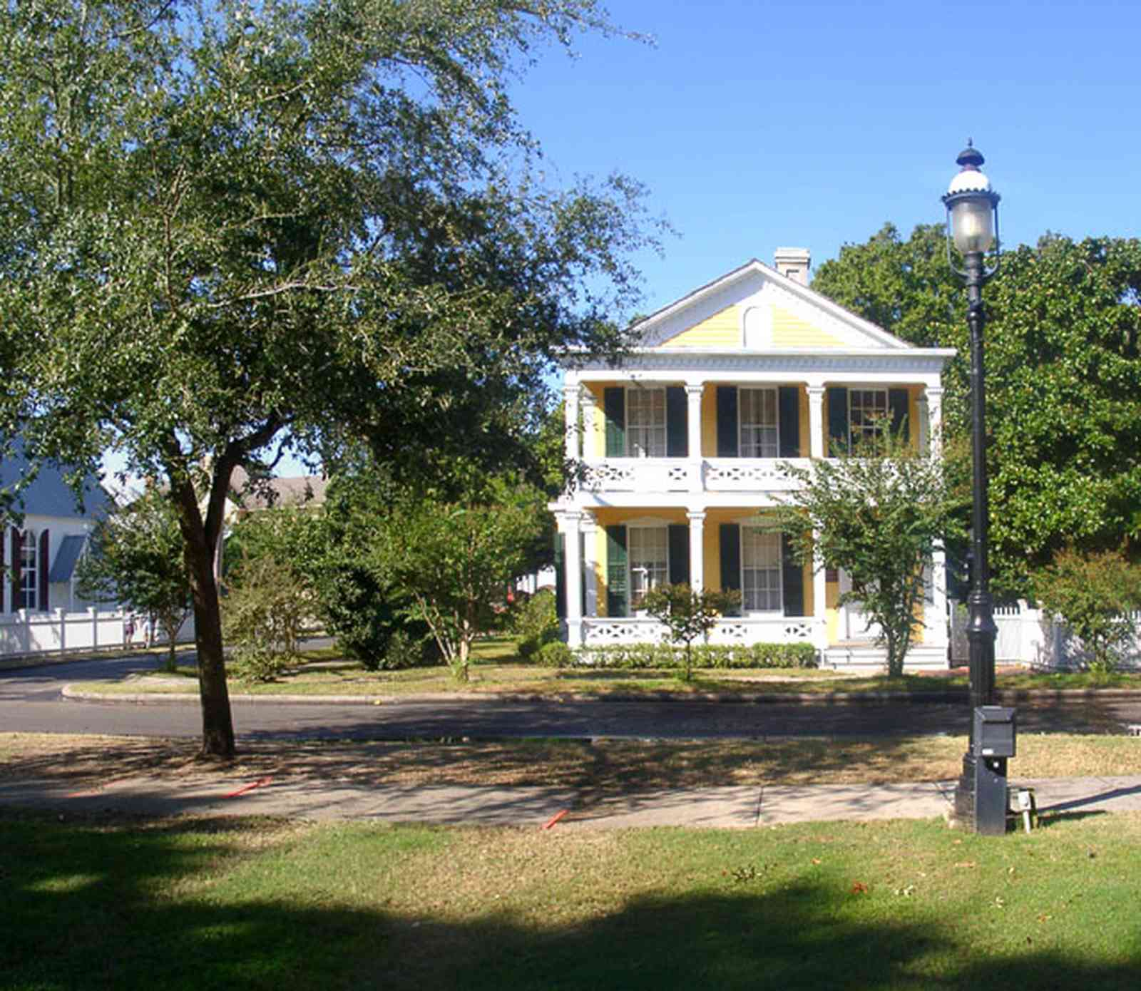 Pensacola:-Historic-Pensacola-Village:-Dorr-House_01.jpg:  georgian architectural style, seville square, historic village, oak tree