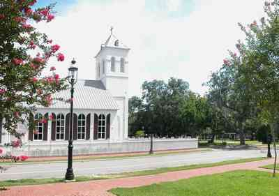 Pensacola:-Historic-Pensacola-Village:-Old-Christ-Church_07.jpg:  plaque, historic marker, brick structure, religious service, church house, crepe myrtle trees, seville square, victorian village