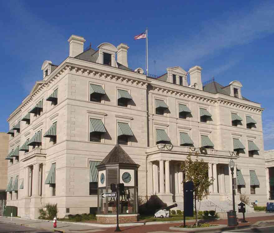 Pensacola:-Palafox-Historic-District:-Escambia-County-Courthouse_000.jpg:  palafox place, classical revival architectural style, clock, beaux-arts tradition, federal building, granite facing,