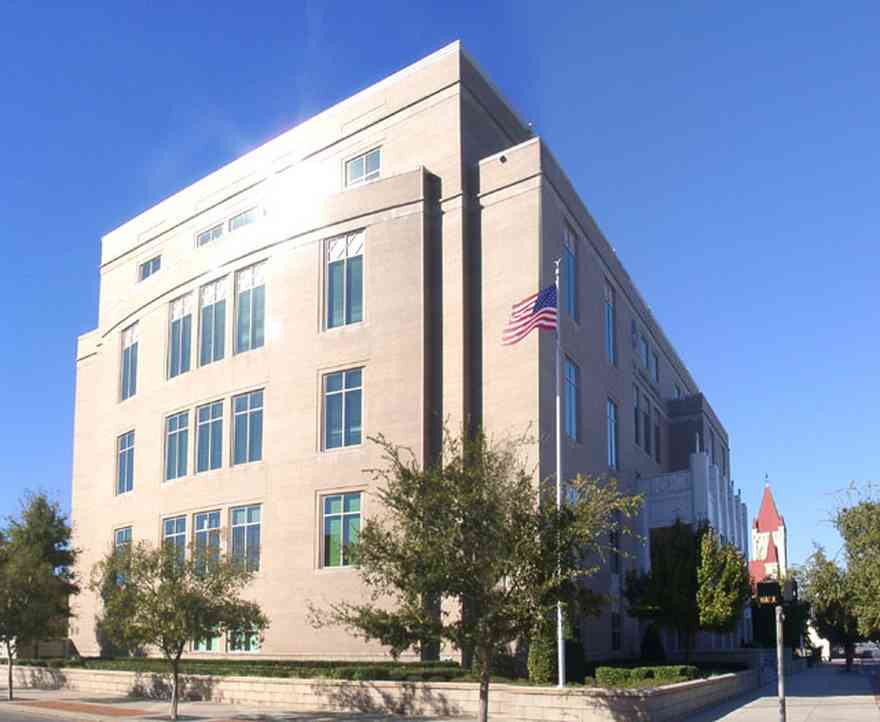 Pensacola:-Palafox-Historic-District:-Federal-Courthouse_02.jpg:  garden street, palafox street, st. michael church