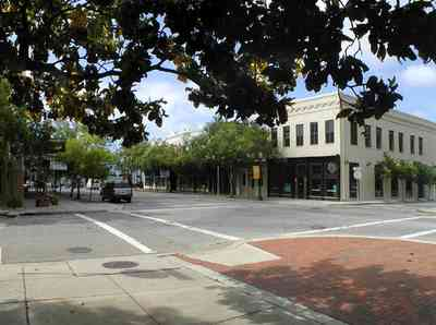 Pensacola:-Palafox-Historic-District:-Ferdinand-Plaza_08.jpg:  town square, plaza, obelisk, stone wall, oak trees, magnolia trees, historic district, courthouse, zaragoza street, jackson's restaurant, empire building