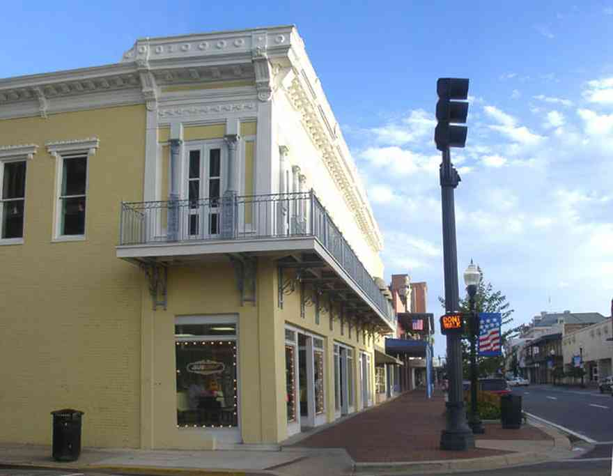 Pensacola:-Palafox-Historic-District:-Subway-Sandwich-Shop_000.jpg:  streetscape, brick sidewalk, downtown streetscape, balcony