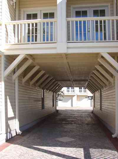 Pensacola:-Seville-Historic-District:-210-East-Government-Street_02.jpg:  carriage house, driveway