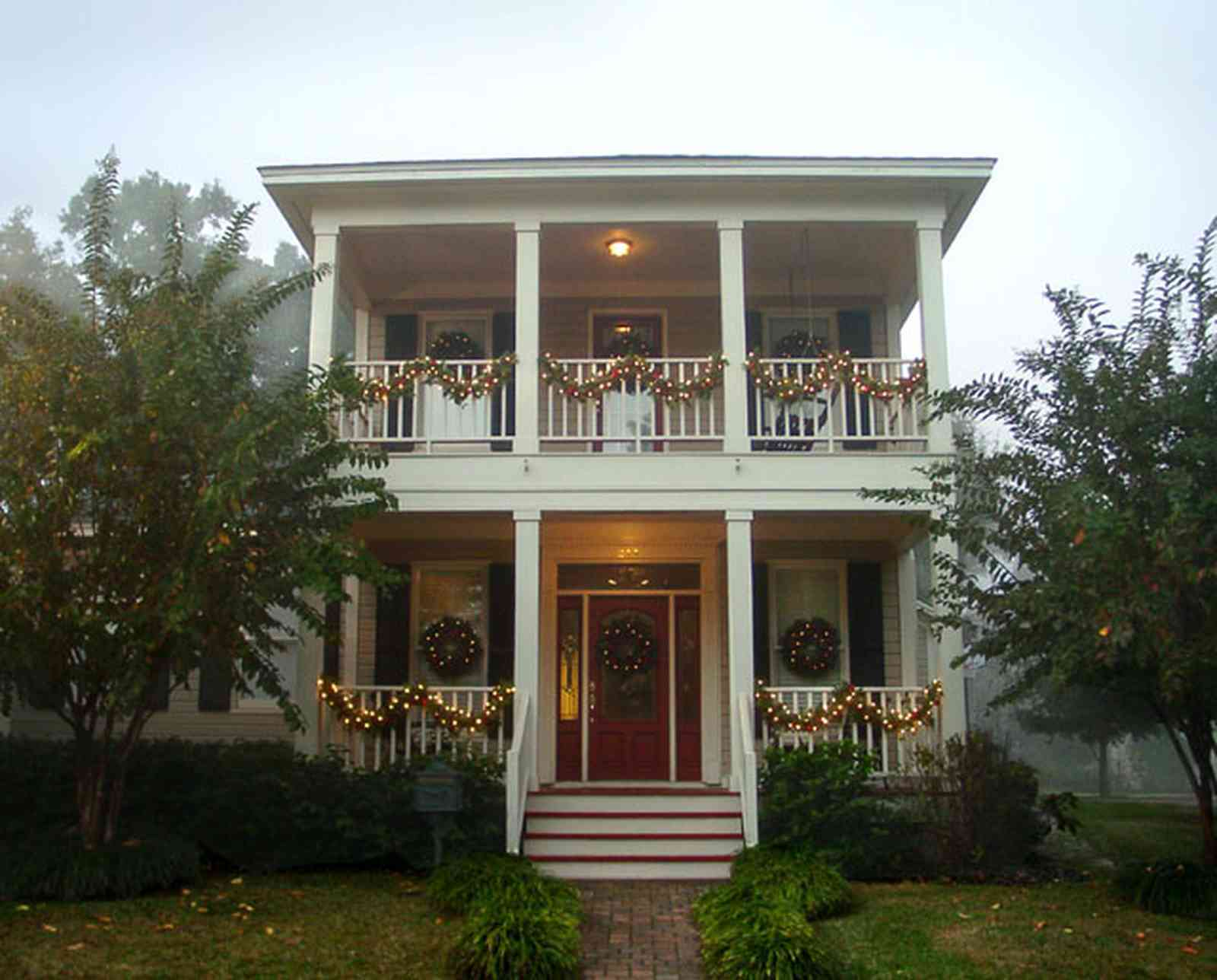 Pensacola:-Seville-Historic-District:-211-Cevallos-Street_02.jpg:  christmas decorating contest, cevallos street