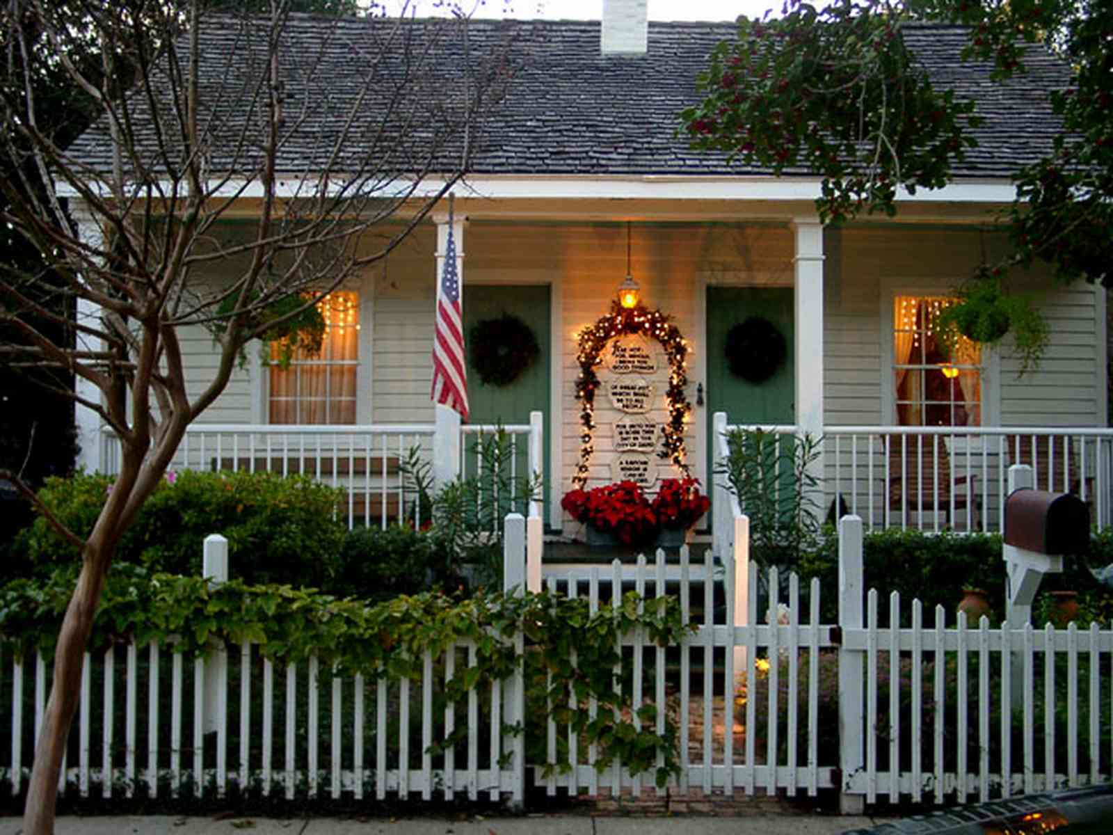 Pensacola:-Seville-Historic-District:-211-South-Florida-Blanca-Street_06.jpg:  picket fence, shake roof, shingle roof, christmas decorations,