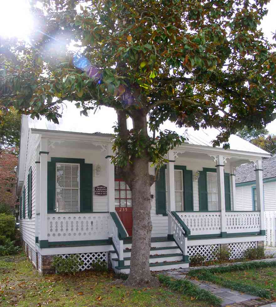 Pensacola:-Seville-Historic-District:-235-East-Intendencia-Street_01.jpg:  creole cottage, magnolia tree