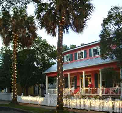 Pensacola:-Seville-Historic-District:-305-South-Adams-Street_10.jpg:  christmas decorations, garland, christmas lights, palm trees, seville square,