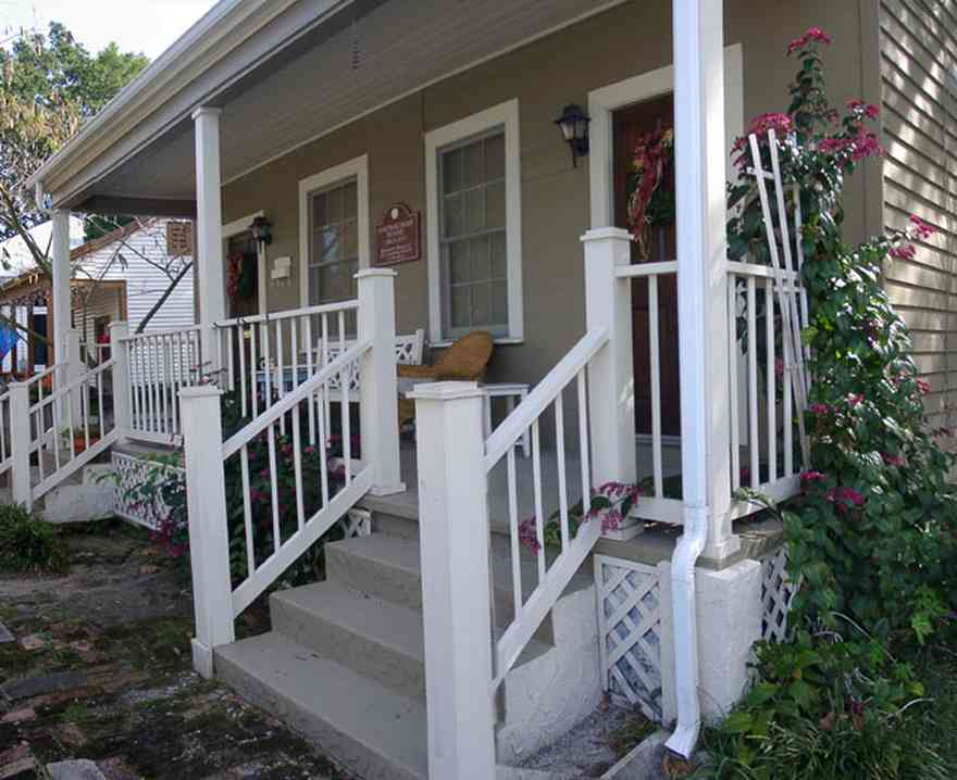 Pensacola:-Seville-Historic-District:-311-East-Intendencia-Street_01.jpg:  gulf coast cottage, porch, vine