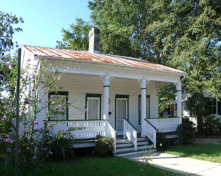 Pensacola:-Seville-Historic-District:-325-East-Intendencia-Street_01.jpg:  creole cottage