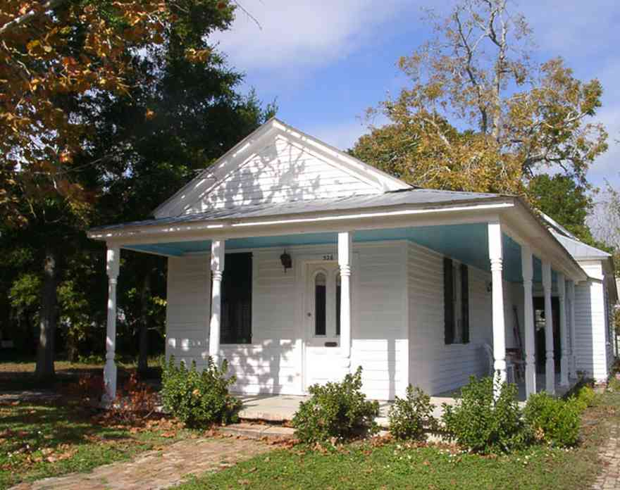 Pensacola:-Seville-Historic-District:-326-East-Intendencia-Street_01.jpg:  pecan tree, shotgun house