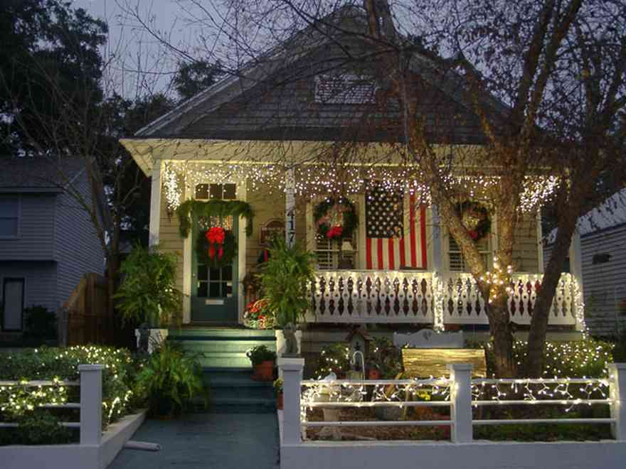Pensacola:-Seville-Historic-District:-417-East-Intendencia-Street_02.jpg:  christmas decorations, wreath, cradle, nativity scene, american flag, garland