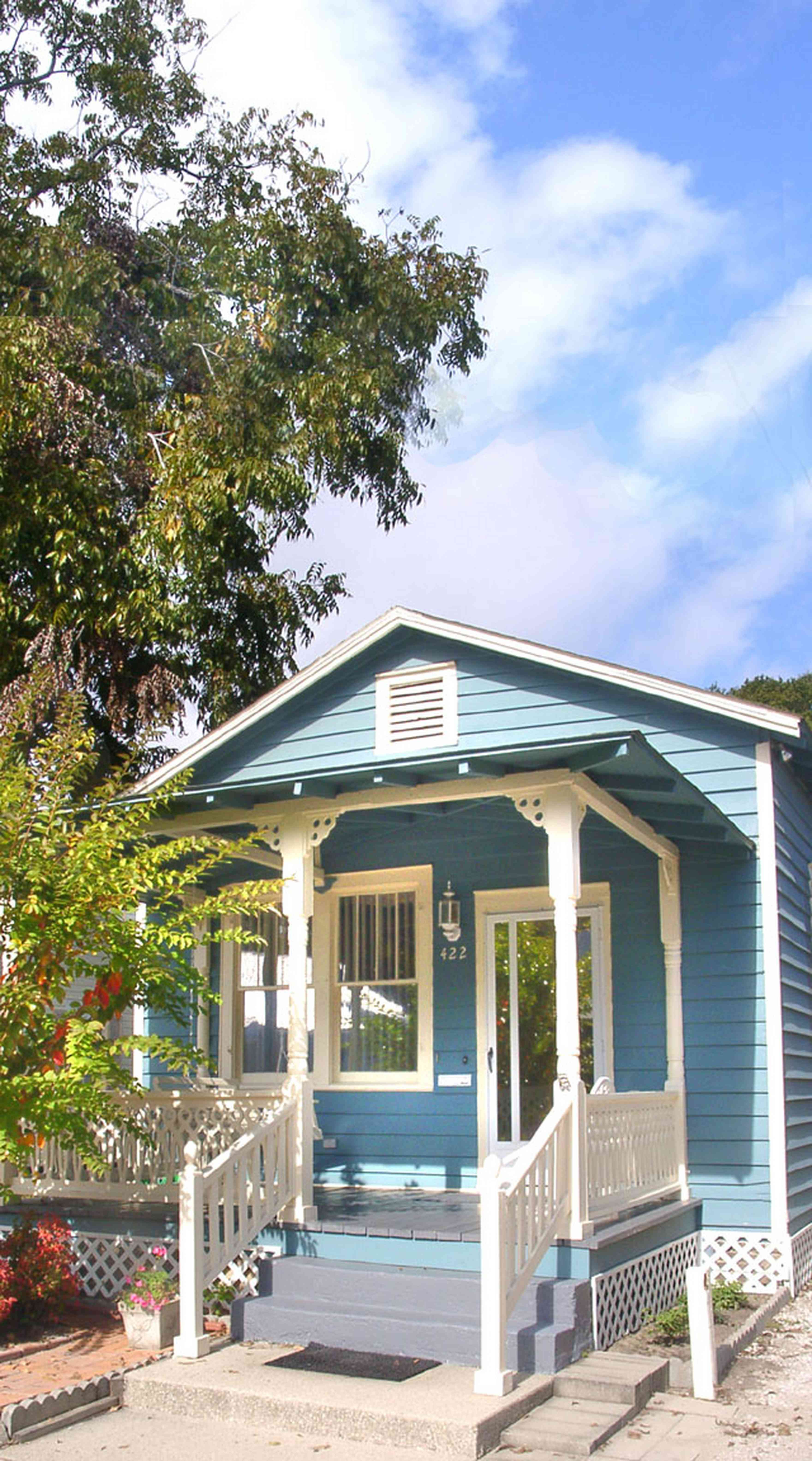 Pensacola:-Seville-Historic-District:-422-East-Government-Street_01.jpg:  victorian shotgun cottage, pecan tree
