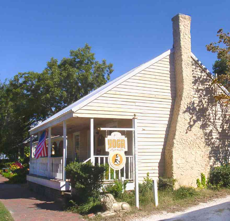 Pensacola:-Seville-Historic-District:-431-East-Zaragoza-Street_01.jpg:  creole cottage