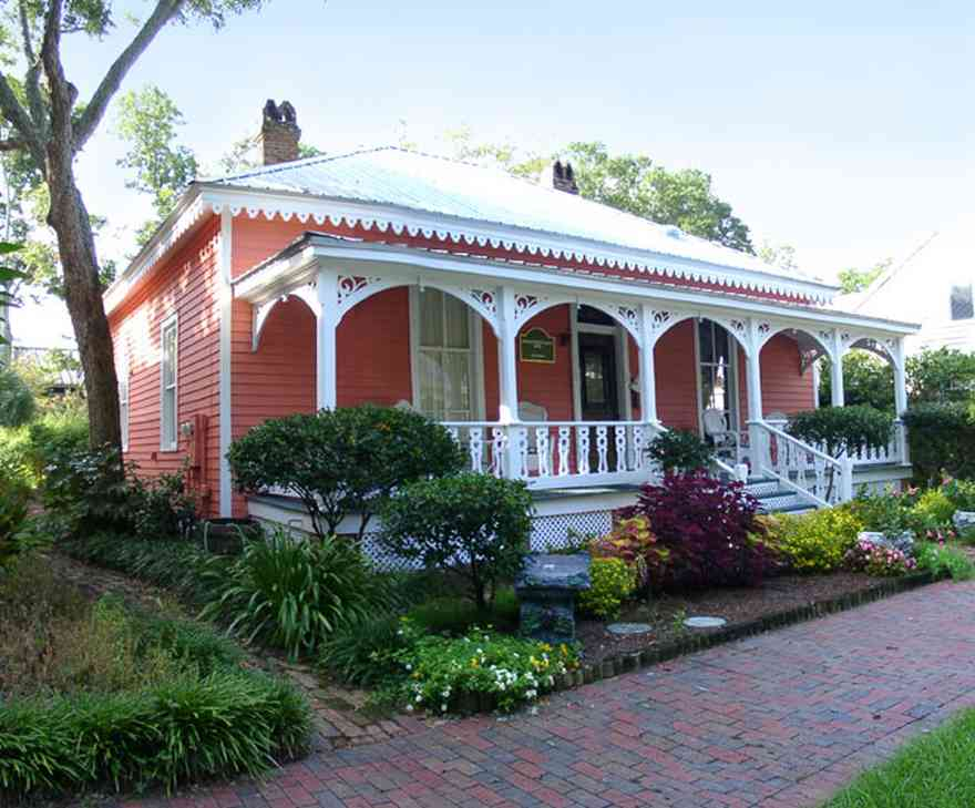 Pensacola:-Seville-Historic-District:-433-East-Zaragoza-Street_00.jpg:  creole cottage, victorian house