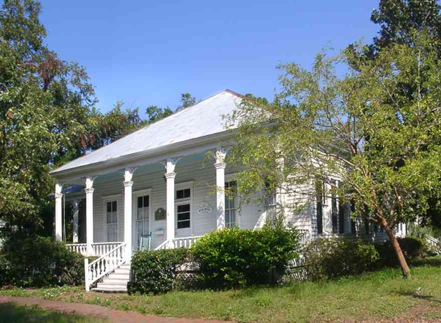 Pensacola:-Seville-Historic-District:-434-East-Zaragoza-Street_02.jpg:  victorian cottage