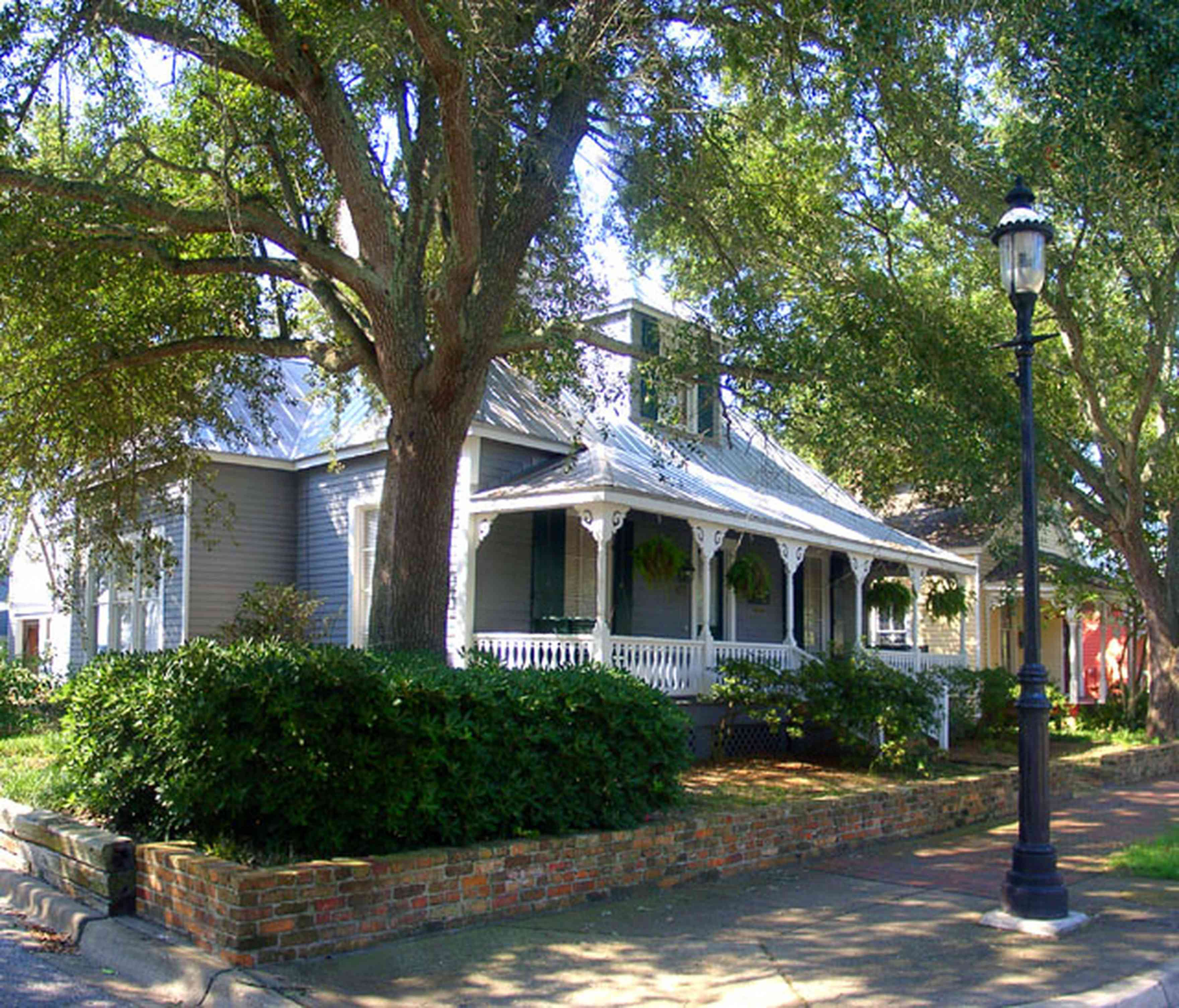 Pensacola:-Seville-Historic-District:-437-East-Zaragoza-Street_01.jpg:  four-square georgian house, victorian cottage