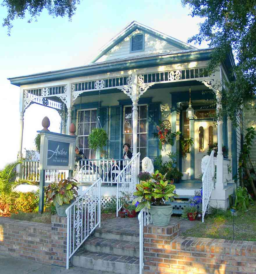 Pensacola:-Seville-Historic-District:-AuBre-International-Day-Spa_02.jpg:  spa, salon, beauty parlor, victorian cottage, shotgun house