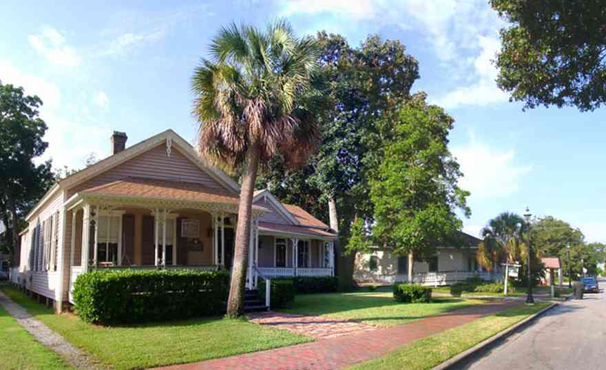 Pensacola:-Seville-Historic-District:-Beroset-And-Keene-Law-Firm_05.jpg:  victorian cottage, palm tree, law firm