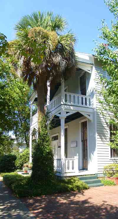 Pensacola:-Seville-Historic-District:-Heffernan,-Holland-And-Morgan-Architects_01.jpg:  greek revival house, palm tree