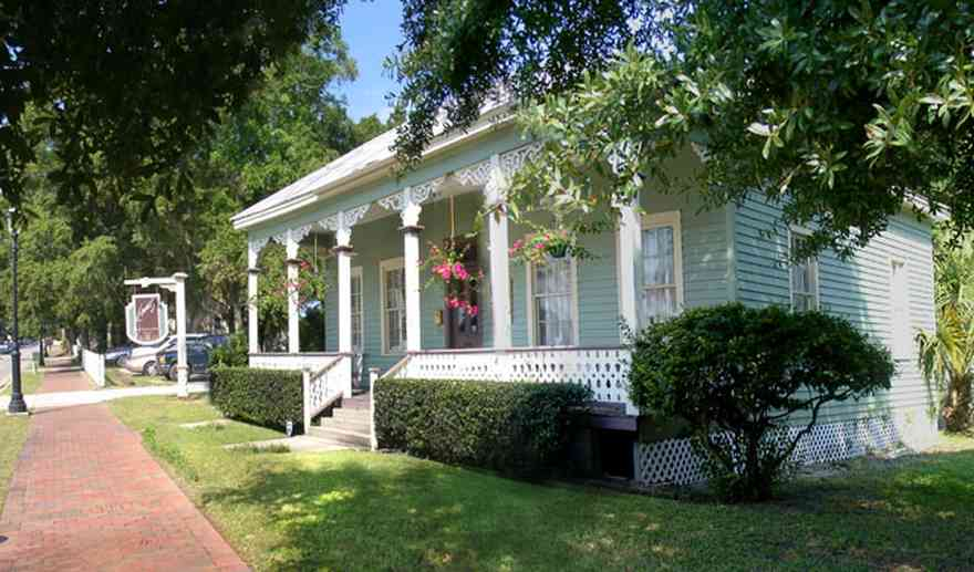 Pensacola:-Seville-Historic-District:-Jamies-Restaurant_03.jpg:  victorian cottage