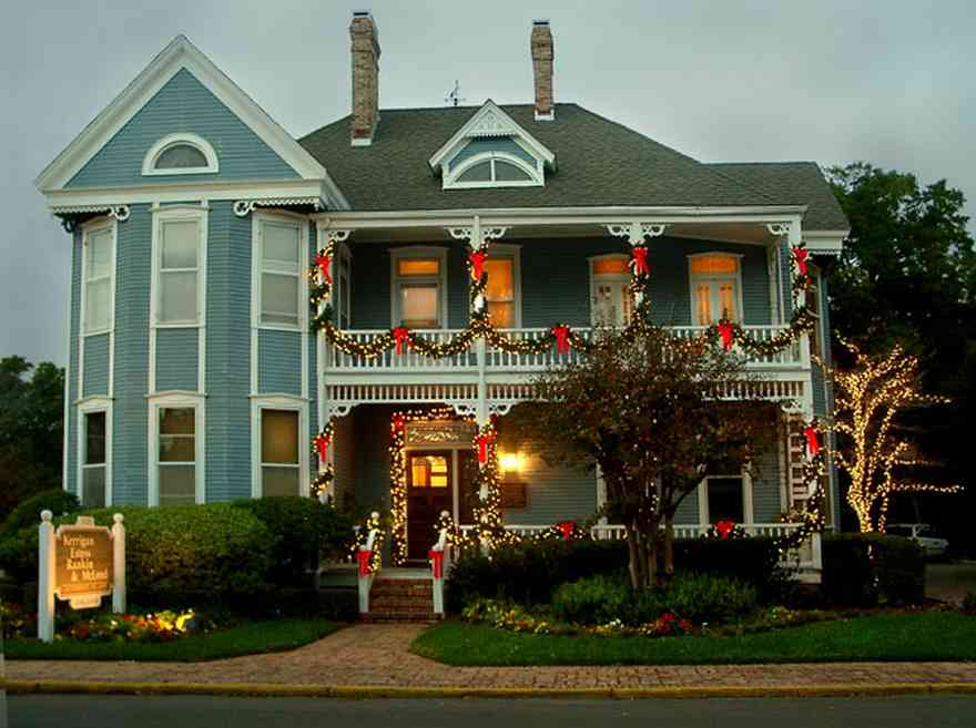 Pensacola:-Seville-Historic-District:-Kerrigan,-Estees,-Rankin,-McLeod-Law-Offices_.jpg:  victorian home, christmas decorations, garland, bows, pansies, crepe myrtle tree