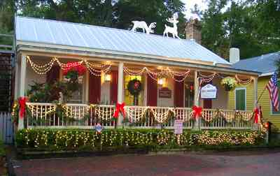 Pensacola:-Seville-Historic-District:-Lisa-Minshew-Attorney_02.jpg:  gulf coast cottage, historic district, christmas decorations, garland, deer