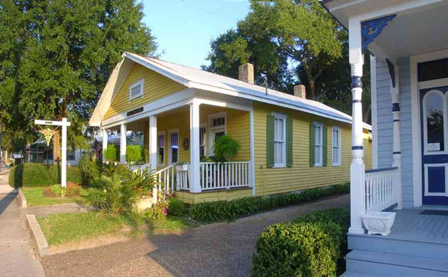 Pensacola:-Seville-Historic-District:-Louis-Fowler,-M.D._01.jpg:  doctors office, family practioncer, creole cottage