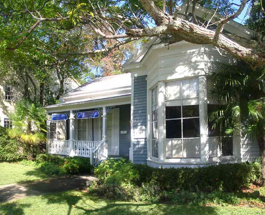 Pensacola:-Seville-Historic-District:-Michael-J.-Griffith,-P.A._---Attorney_01.jpg:  victorian cottage