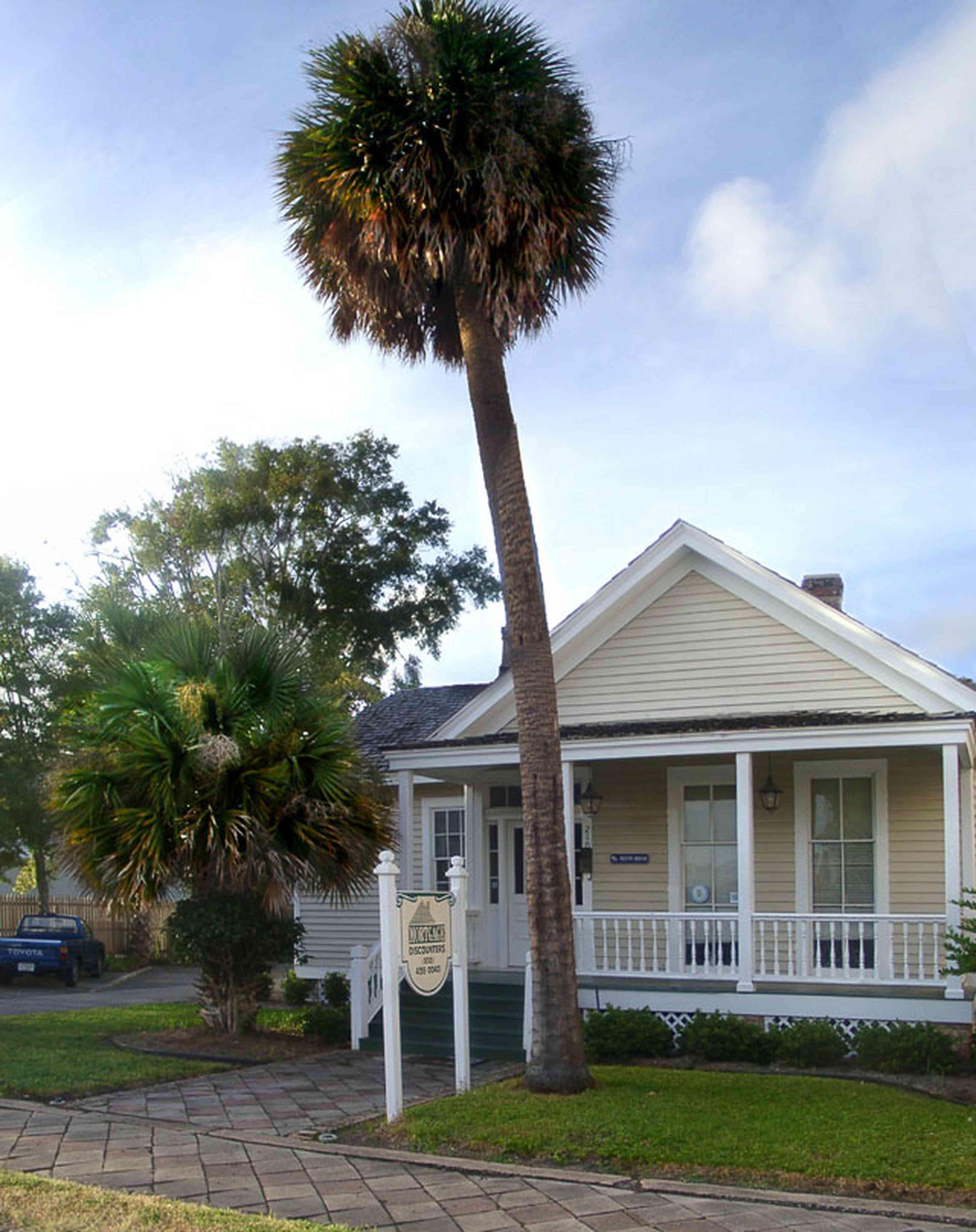 Pensacola:-Seville-Historic-District:-Mortgage-Discounters_01.jpg:  palm tree, creole cottage, victorian cottage, victorian porch, shotgun cottage, historic district