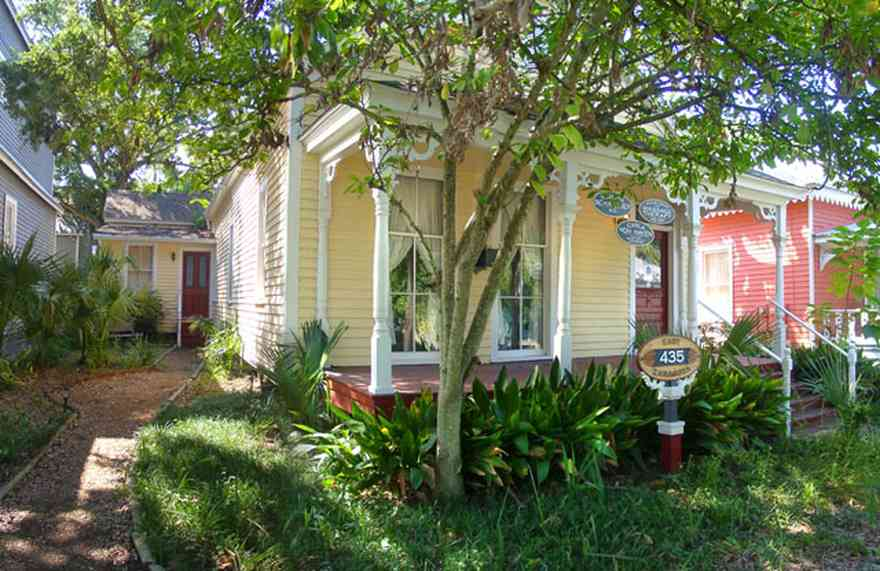 Pensacola:-Seville-Historic-District:-Roberta-Schaffner,-M.D._01.jpg:  victorian shotgun cottage