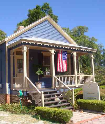 Pensacola:-Seville-Historic-District:-Rodney-L.-Rich-And-Company_03.jpg:  shotgun cottage