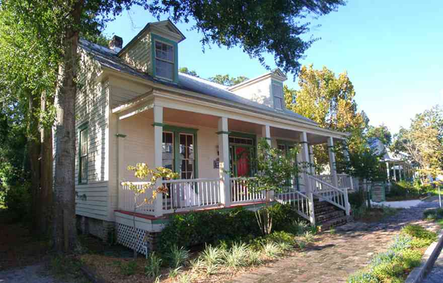 Pensacola:-Seville-Historic-District:-Seville-Allergy-And-Asthma-Clinic,-P.A.,-Charles-Presti,-M.D._01.jpg:  victorian cottage