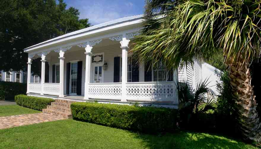 Pensacola:-Seville-Historic-District:-Sherrill-Appraisal-Company_01.jpg:  palm tree, victorian house