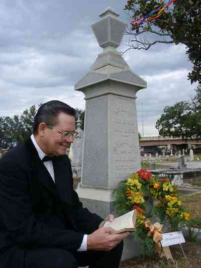 Pensacola:-Seville-Historic-District:-St-Michael-Cemetery_24.jpg:  cemetery, tomb, mourner, floral wreath, monument, bereaved