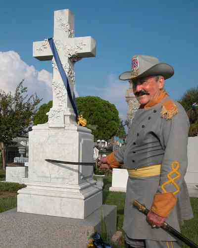 Pensacola:-Seville-Historic-District:-St-Michael-Cemetery_37.jpg:  cross, grave marker, tombstone, confederate solder, monumnent