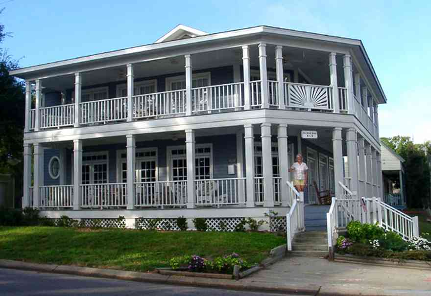 Pensacola:-Seville-Historic-District:-The-Marsh-House_01.jpg:  victorian house