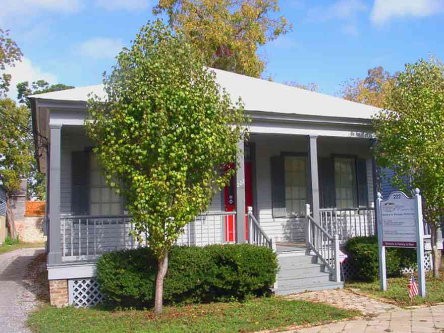 Pensacola:-Seville-Historic-District:-William-Gibson-And-Associates_01.jpg:  four-square georgian victorian cottage