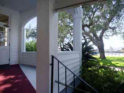 Sanders-Beach:-Pensacola-Yacht-Club_01b.jpg:  porch, entrance, oak tree