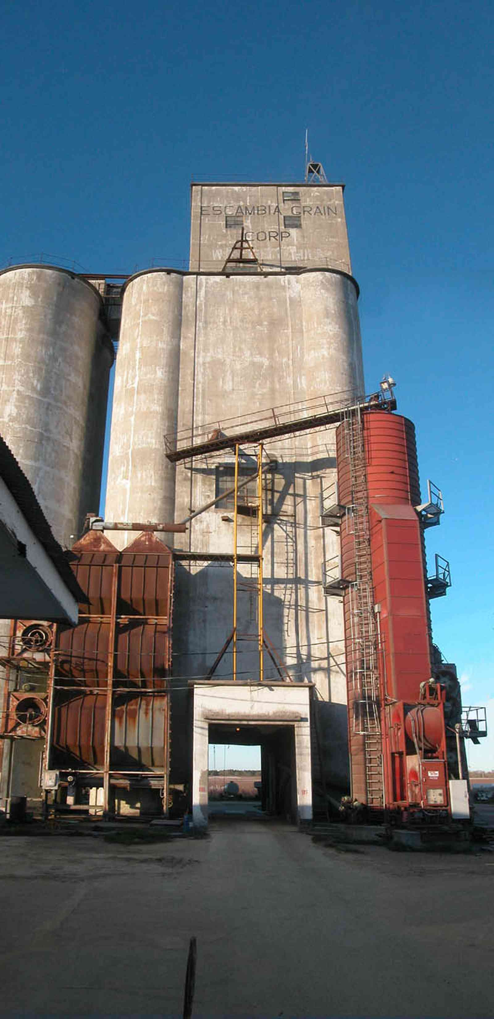 Walnut-Hill:-Escambia-Grain-Corp_05.jpg:  grain elevator, wheat, corn, soy beans, tower, loading dock, farmers, seed, fertilizer
